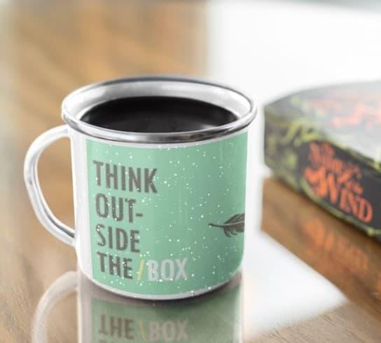 כוס קפה מלאה עם כיתוב באנגלית על רקע ירוק